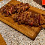 遅くなったクリスマスパーティーはやっぱりお肉で